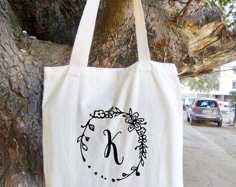 Personalized Floral Tote Bag, Bridesmaid Tote Bag, Bridesmaid Gift, Floral Round Wreath,  Custom Name Canvas Tote Bag,  Sister Gift, wedding