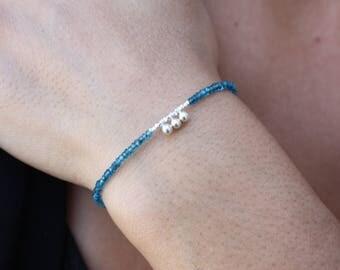 Bracelet avec des Apatites Bleues - Bracelet Délicat Pierres et Argent-Véritables Apatites - Bracelet unique. Bracelet en perles d'argent