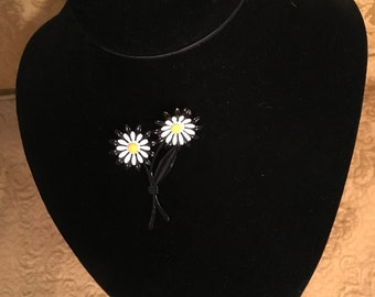 Black White and Yellow Daisy Pin