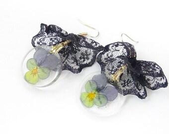 Pansies,violet,lace earrings,violet earrings,vintage earrings,real flower earrings,genuine viola earrings,viola tricolor,round earrinds