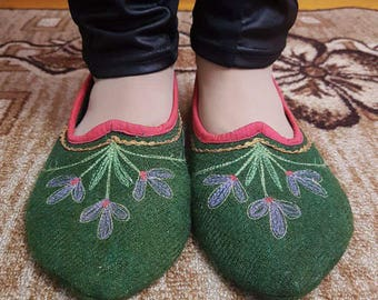 1870s Ladies' Slipper Pattern - Ladies slippers - Wool slippers  - Handmade slippers -  Embroidered slippers - Slippers room.