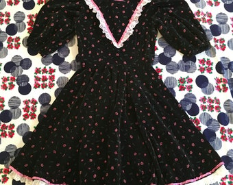Vintage Black Velvet Pink Floral Prairie Princess Short Puff Sleeves Eyelet Lace Dolly Midi Dress