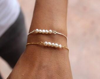 Pearls Bracelet, Dainty Bracelet, Pearl Bracelet, Gold Bracelet, Bridesmaid Bracelet, silver Bracelet, Sterling Silver, Wedding Bracelet