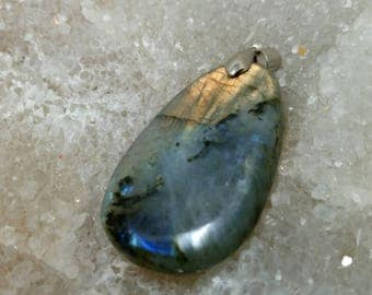 LABRADORITE blue and bronze 18.02 g-Oval Pendant