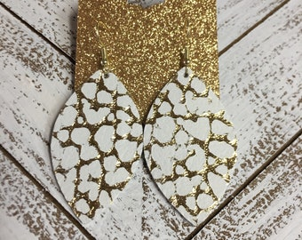 Leather Leaf Earring in White and Gold Pebbled