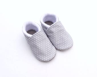 Top cotton, non-slip leather sole baby booties grey with white stars, lined with fleece