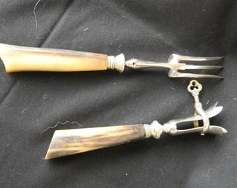 Couverts à gigot ancien, pince et fourchette acier et manche en corne, Ancient leg cover, steel tongs & fork and horn handle,art de la table