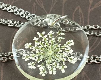 Queen Anne's Lace Circle Resin Necklace