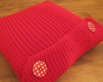 Cushion 40 x 40 hand-knitted from red, closed with 2 large red buttons with white polka dots.