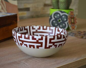 Bowl hand painted with decoration of the mosque of Cordoba