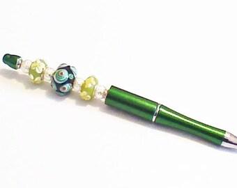 Stylo bille rechargeable, vert et perles de verre soufflée,