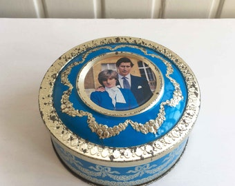 Blue Vintage British look with picture of Prince Charles and Lady Diana