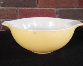 Pyrex Yellow Vintage Cinderella Nesting Bowl, Model 443, 2.5 qt