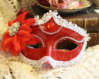 Women's Spectacular and Sparkly Gypsy Mystery Mask - One Size