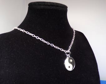 Silver enamelled ying and yang pendant necklace