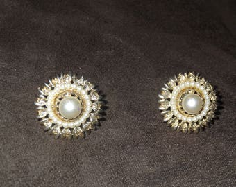 Vintage Clip On Earrings, Imitation Pearl, in Gold Tone Setting.
