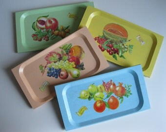 Set of 4 multicolored trays