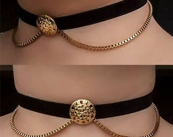 Black choker with golden detail