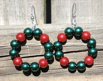 Christmas wreath green red bead dangle earrings