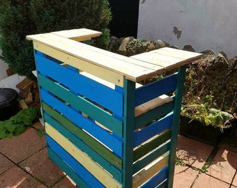 Collapsible garden bar / tiki bar
