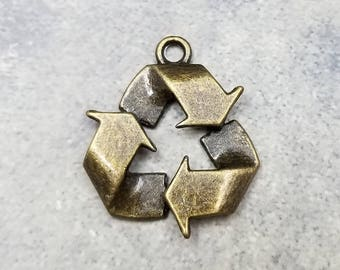 4 Recycle Symbol Charms bronze tone metal (H8183)