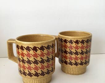 Pfaltzgraff Vintage Mugs 1970's Flecked Gold with Brown and Orange Houndstooth Retro Stacking Set of Two