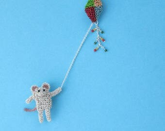 Mouse flying a kite brooch - mouse jewelry, animal brooch, cute jewelry, crochet wire brooch, mouse pin