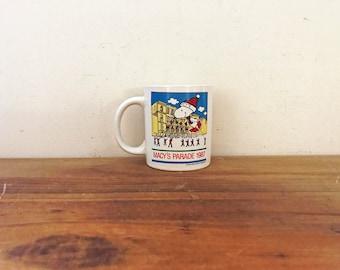 vintage 1987 Macy's Parade Christmas Peanuts Snoopy Coffee Mug