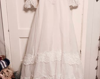 Vintage 70s princess style lace wedding gown dress with train size 8