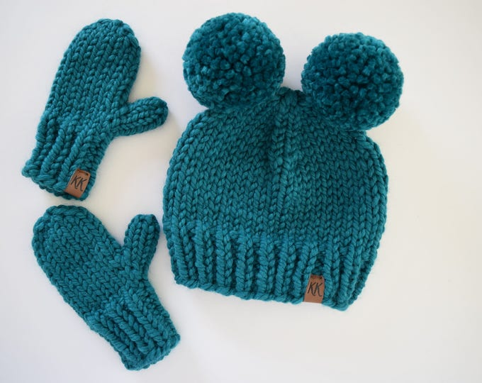 Featured listing image: Child's Hat and Mitten Set