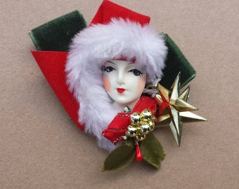 Lady Face Head Christmas Brooch Pin, Painted Face, Red Green Velvet Ribbons, Faux Fur, Hard Plastic