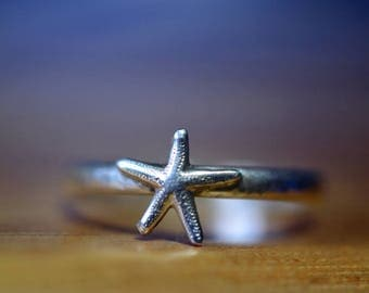 Tiny Starfish Ring, Silver Starfish Ring, Personalized Charm Ring, Dainty Silver Sea Star Ring, Custom Engraved Message, Little Pinkie Ring