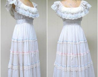 Vintage 1970s Dress / 70s Gunne Sax Ivory Cotton Gauze Ruffled Boho Wedding Dress / Small