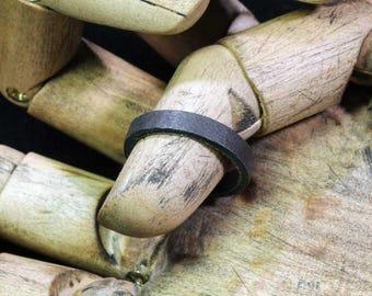 8 1/4 -- Iron ring --  i11916