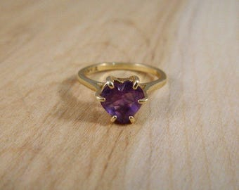 Vintage Gold Amethyst Ring, 14k Yellow Gold Amethyst Heart Ring, Vintage Engagement Ring, Yellow Gold and Purple Amethyst Ring Size 5.5