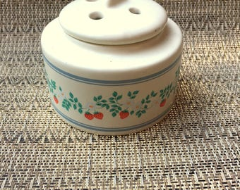 Vintage STRAWBERRIES Potpourri Holder / Ceramic Strawberry And Daisies Scent Holder