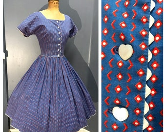 MOTHER OF PEARL Heart-Shaped Buttons 1950's Vintage 1950s 1960's Women's Circle Skirt Ric Rac Trim Square Neck Cotton Day Dress Sundress S M