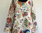 TUNIQUE TOP blanche  en coton léger  imprimée multicolore, doublée coton uni. Mode grande taille