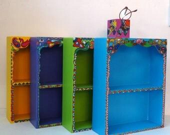 Mini bibliothèque à chacun la sienne  en bois peinte, style bohême, multicolore,