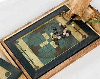 Customizable box handmade in wood with two board games