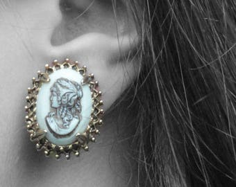 Vintage Florenza Cameo White & Gold Tone Clip-On Earrings