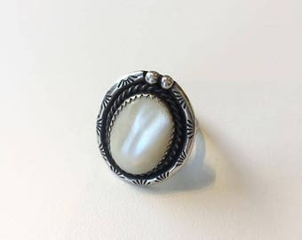 Vintage Sterling Mother of Pearl 'Lasso Loop' ring with great stamp detail