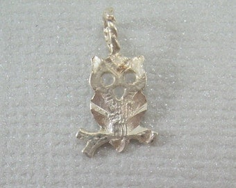 TINY 14k OWL Pendant Charm-Vintage 14kt White Gold 585 AU-Good Luck Lucky Animal-Harry Potter Hedwig Magical Full Moon Magic Halloween-01451