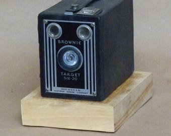 Kodak Brownie Target Six-20 Camera Lamp