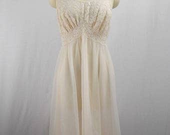 Vanity Fair Negligee Nightgown size 34