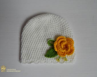Beautiful little hat with flowers.  Beautiful hat, with the small flowers. Newborn Photo Prop. Crochet Hat.