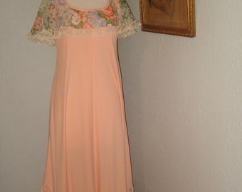 1976 Bridesmaid Dress Size 12 w/ matching Hat Peach & Floral Chiffon Draped Collar Butterfly Hem for a Graceful Entry