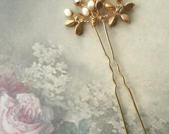 Antique gold flower crystal hair pin, Bridal spray hair pin, Gold crystal, Wedding hair pin accessory, Bridesmaid pin, Bun pin, Hairpiece