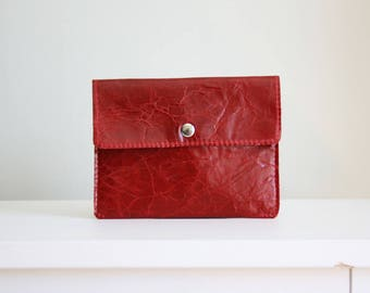 Very red leather pouch - white leather wallet - leather card holder / cartera de cuero rojo