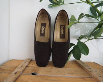 vintage 90's fuzzy chunky heel slip on pumps // minimalist grunge // sz 8 1/2 // Made In Spain // leather linning & Sole